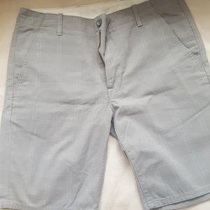 Levis Size 33 Light Gray pattern short